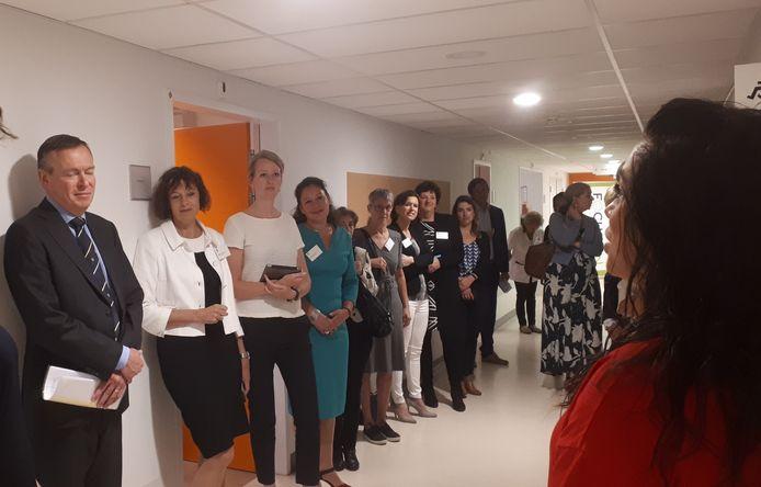 Minister Bruno Bruins (volksgezondheid) was woensdagochtend voor een ultravroeg werkbezoek bij het Amphia ziekenhuis in Breda om te praten over de geboortezorg.