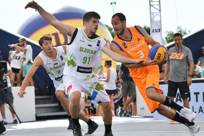 Jesper Jobse tijdens het WK van 2017 in Nantes, tegen Slovenië. De oud-speler van Landstede Hammers is een van de grote voorvechters van het 3x3 basketbal.