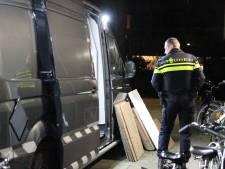 Bewoners schrikken van 650 kilo illegaal vuurwerk onder hun flat: 'Ze hebben ons op enorme bommen laten wonen'