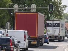Zwaar vrachtverkeer dendert nog steeds over oude N18 door Eibergen: 'Moeten we nóg zestig jaar wachten?'