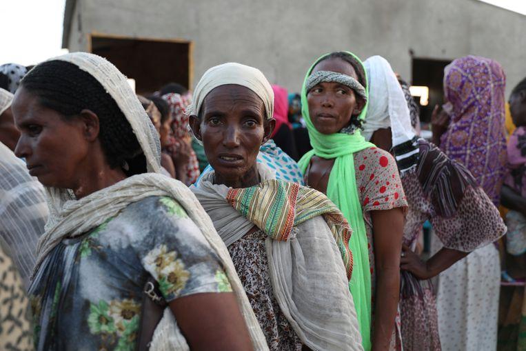 Ethiopische vrouwen zijn de grens met Soedan overgestoken op de vlucht voor het geweld. Beeld AP