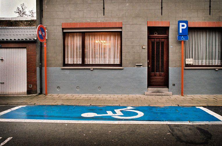 Er zijn nog altijd lange wachtrijen voor mensen die een kaart voor een gehandicaptenparking willen aanvragen. Beeld Joyce van Belkom/Hollandse Hoogt