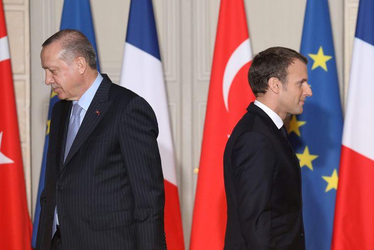 De verhouden tussen de Turkse president Erdogan (links) en de Franse president Macron worden steeds slechter. Beeld AFP