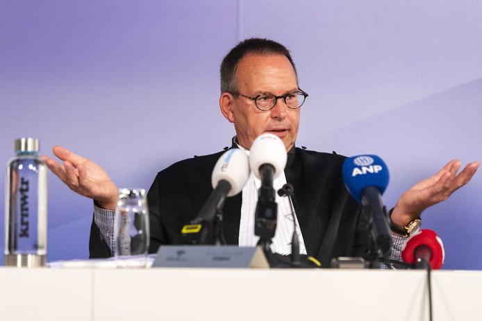 Rechter Antoon Schotman tijdens het kort geding van Schiphol tegen de vakbonden.