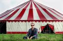 Een foto uit een ver verleden: Sven Ratzke in 2007 bij de tent op het stadseiland.