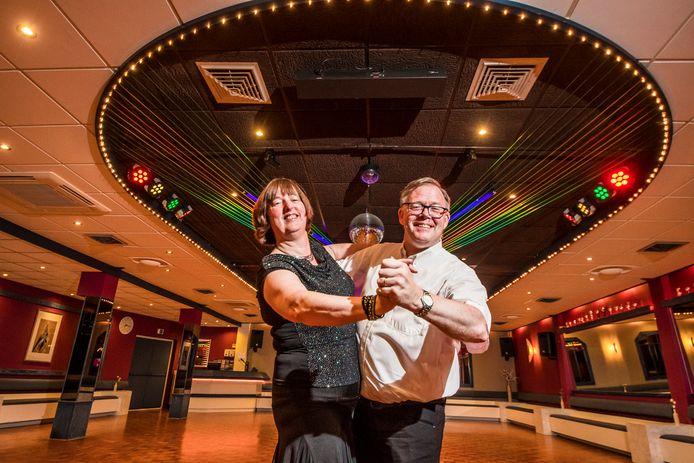 Margret en Theo Buurman ontmoetten elkaar zo'n 40 jaar geleden bij Dansschool Dwars. Inmiddels zijn ze dans- én levenspartners.
