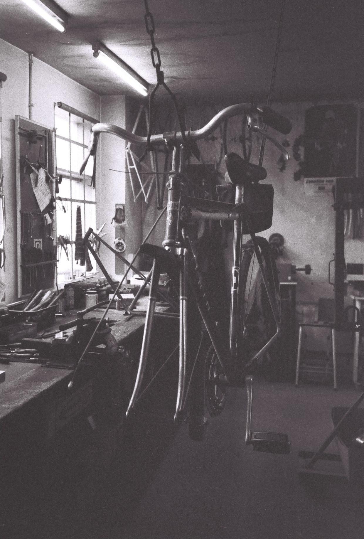De werkplaats op de Westerstraat, begin jaren zestig. Beeld RIH archief
