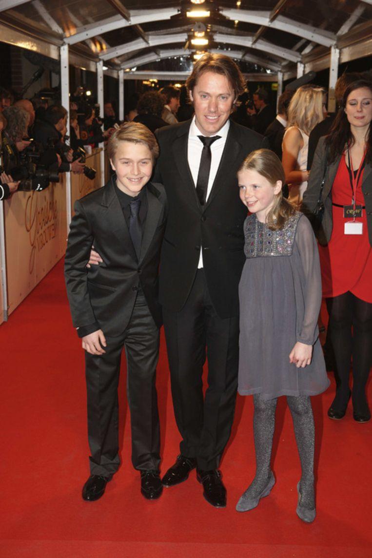 Jeroen Rietbergen (M), de partner van Linda de Mol met haar kinderen Julian en Noa.<br /> Beeld