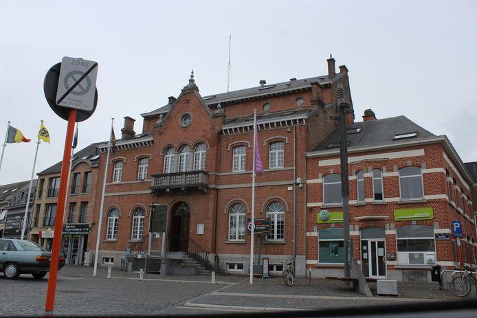 Het gemeentehuis van Lennik.