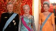 Koning Filip tekent Gulden boek van Kopenhagen tijdens staatsbezoek Denemarken