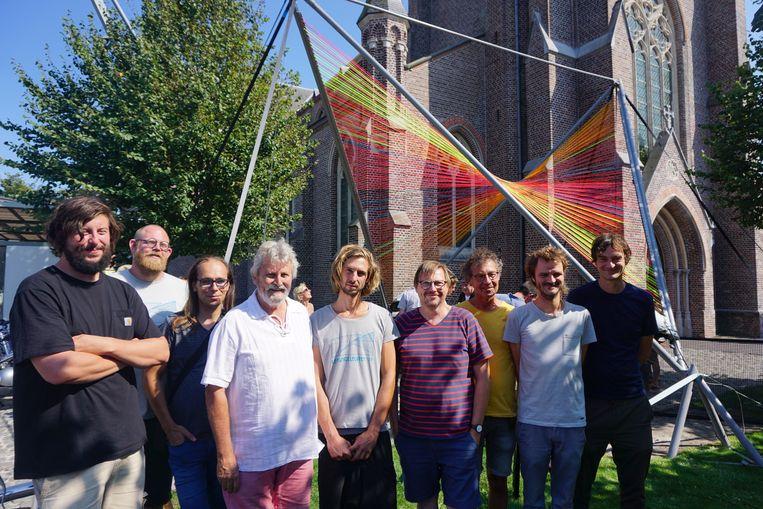 Leffingeleuren pakt opnieuw uit met een flinke streep kunst. Voor de kerk staat het werk 'Stringularity' van Zoro Feigl. Binnen hangt ouder werk getiteld 'Echo'.