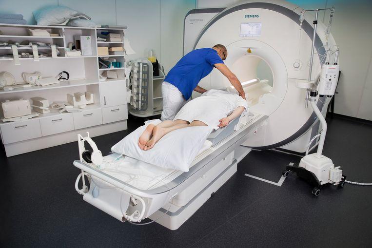 MRI-onderzoek bij een borstkankerpatiënt. Beeld Hollandse Hoogte / Ton Toemen