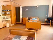 'Verpleeghuisbedden blijven leeg vanwege angst corona, druk op mantelzorgers extra hoog'