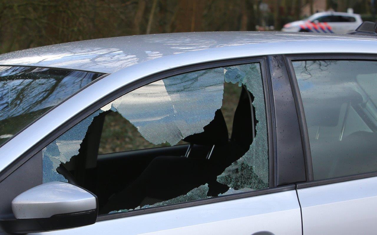 De twee verdachten werden in Cromvoirt ingerekend door een arrestatieteam, waarbij per ongeluk een schot werd gelost.