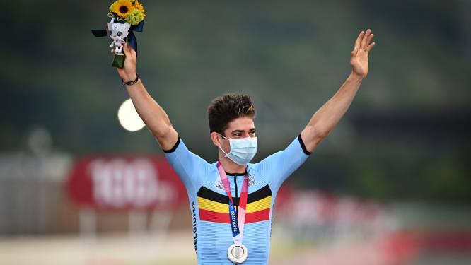 Daar is de eerste Belgische medaille! Van Aert pakt zilver na gouden koers in Tokio, Carapaz olympisch kampioen