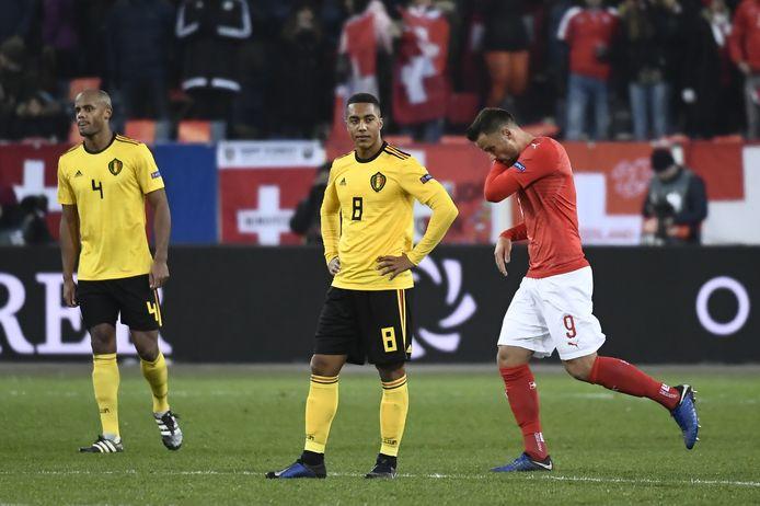 Seferovic viert zijn goal, Kompany en Tielemans kijken toe.