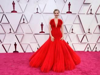 IN BEELD. Veel rode jurken op de Oscars (en die vloekten met de roze loper)