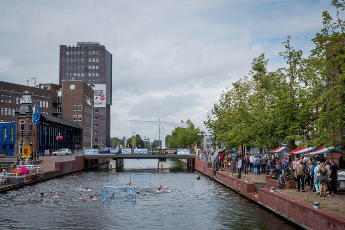Waterpolo in de stadshaven als een van de activiteiten bij het Havenfestival. Het evenement is afgelast.