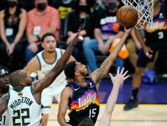 De Suns blazen de Milwaukee Bucks van het parket in hun allereerste Finals-wedstrijd sinds 1993