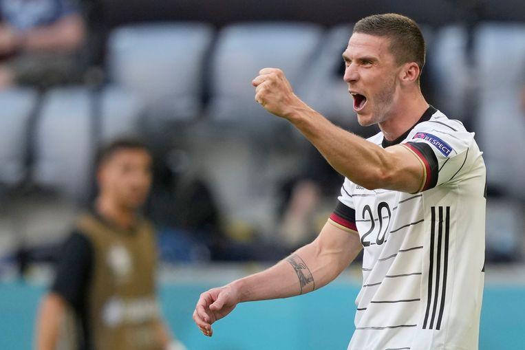 Robin Gosens viert zijn 4-1, het fraaie doelpunt waarmee hij zijn rol als uitblinker bij Duitsland tegen Portugal van extra glans voorzag.  Beeld EPA