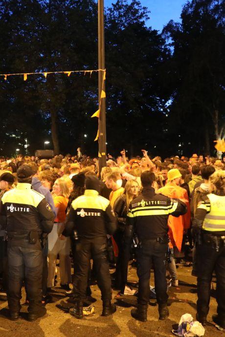 Stelling | De politie moet veel eerder ingrijpen bij  oranjefeesten