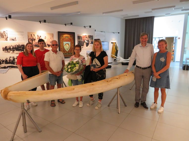 Lea, Willy en Dharma uit Kessel waren de 6.666ste bezoekers aan de expo Kijk, een Walvis in De Haan