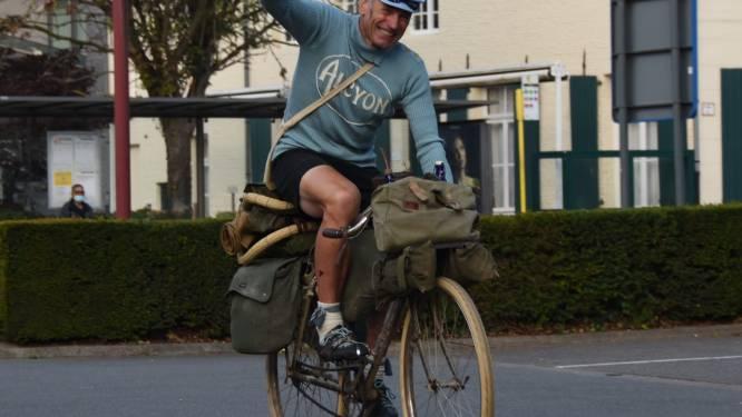 """Alex (57) rijdt met fiets uit 1908 van San Remo naar Moorslede: """"Elke dag sleurde ik nog eens 30 kilogram bagage mee"""""""