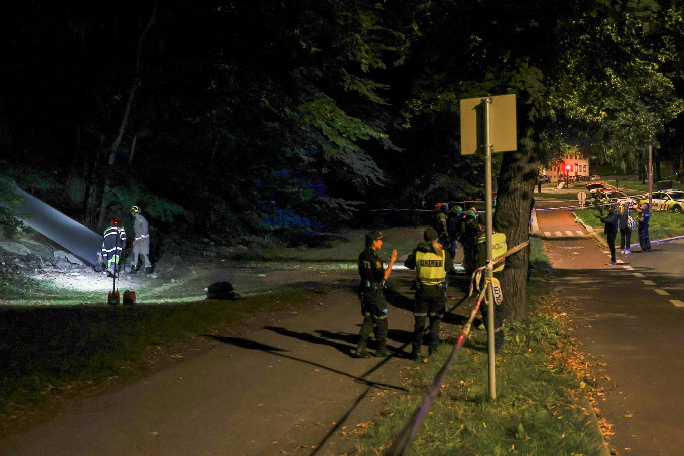De politie inspecteert de bunker waar het feest plaatsvond.