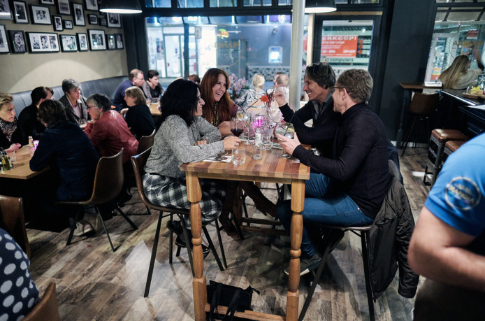 Het is goed druk in restaurant Mangia in Doetinchem.