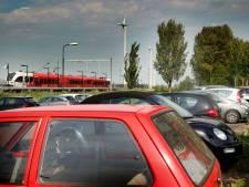 Grote zorgen om parkeermogelijkheden rond begraafplaats en station in Hardinxveld