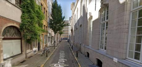 Pruynenstraat naast Antwerpse Handelsbeurs eind maart 2021 op de schop