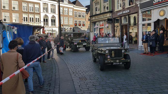 Omdat Brabant eerder is bevrijd dan Gelderland, zijn daar in 2019 al festiviteiten gehouden, zoals deze tocht met oude legervoertuigen in Den Bosch.