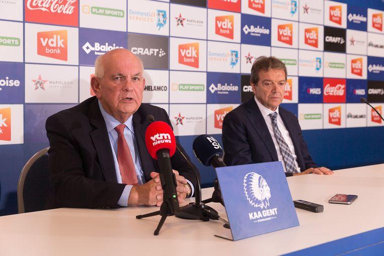 Voorzitter Ivan De Witte en manager Michel Louwagie geven tekst en uitleg over het ontslag van de trainer en de slechte prestaties van de ploeg. Beeld BELGA