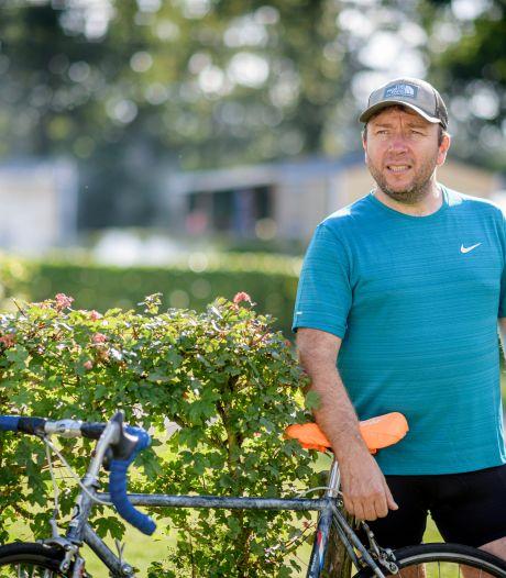 Harderwijkse Samuel zwerft honderden kilometers door Nederland voor overleden nichtje: 'Ik ga die finishlijn halen. Voor Anne.'
