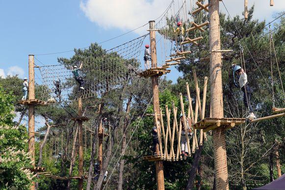 Het klimparcours lokte bij de opening zaterdag al enkele honderden bezoekers.