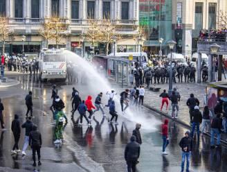 Stevige rellen in Luik: tweehonderd heethoofden plunderen winkels en bekogelen politie, vijf agenten in het ziekenhuis