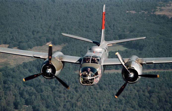 Een Amerikaanse bommenwerper boven de Ginkelse Heide. Dit type vliegtuig werd in 1944 ingezet bij de bevrijding van Nederland.