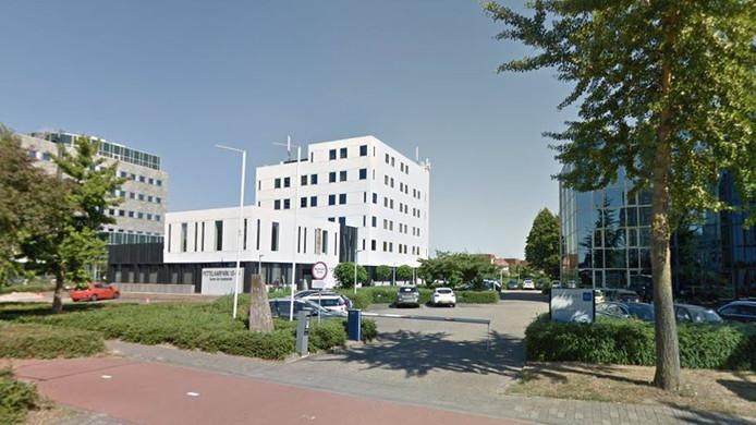 In Pettelaarpark 10 is onder meer al de Kamer van Koophandel gevestigd.