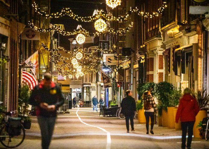 De kerstversiering hangt alweer een paar weken in Dordrecht.