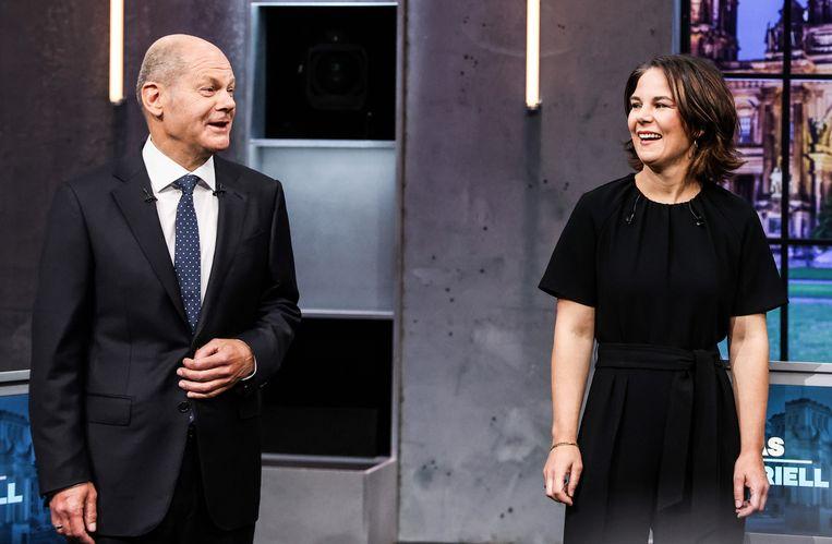 De voorzitters van  SPD en de Groenen, Olaf Scholz en Annalena Baerbock, op een verkiezingsdebat. Inzake Europese thema's verschillen hun standpunten niet erg van elkaar. Beeld EPA