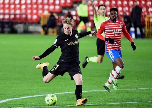 Frenkie de Jong speelde ook tegen Granada (0-4 winst) weer een goede wedstrijd.