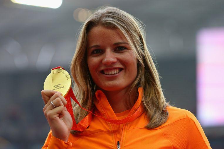 Dafne Schippers met haar gouden medaille. Beeld getty