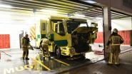 Ziekenwagen schiet spontaan in brand aan UZA