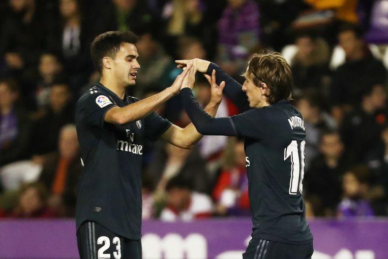 Sergio Reguilon (links) met Luka Modric (rechts).