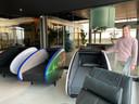 De ruimte met slaapcabines voor een power nap tussen het (nieuwe) werken door in shared workspace MELT in gebouw TQ op  Strijp-T in Eindhoven. Met rechts Koen van Loon van Kragt.