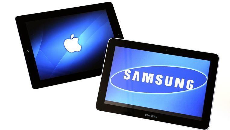 - De Samsung Galaxy Tab 10.1 (rechts) en de Apple Ipad 2. Beeld ANP XTRA