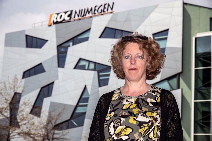 Docent Paula van Manen is als gevolg van het publiceren van een kritisch boek ontslagen bij het ROC Nijmegen.