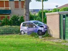 Beschonken automobilist ramt met kind op achterbank schuurtje in Westervoort