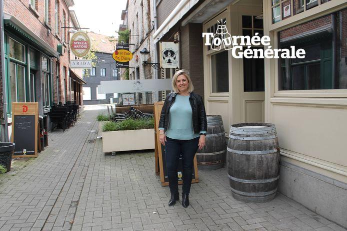 Melissa Vandamme van 't Hemelhuys houdt bewust nog even de deuren dicht. Ook Café Ariba, links in beeld, opent nog niet.