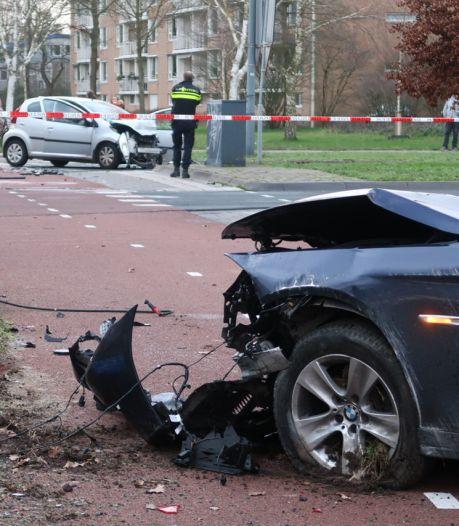 Gebroken ribben en hersenschade: 'kamikazepiloot' ramt Oosterhoutse (80) aan verkeerde kant van de weg
